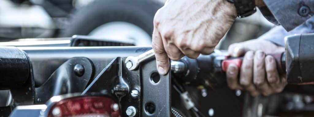 5 Reasons Why You Shouldn't Install a Truck Body Yourself